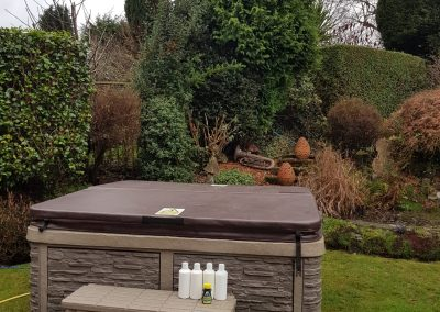 outdoor full closed cover hot tub by south east hot tubs 3