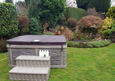 outdoor full closed cover hot tub by south east hot tubs 2