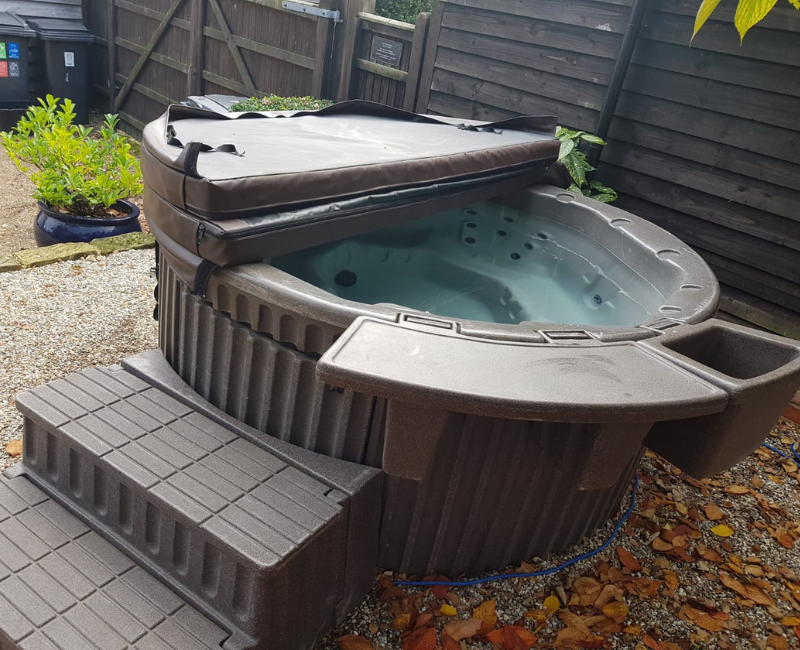 Hot tub rental and repair in Harlow